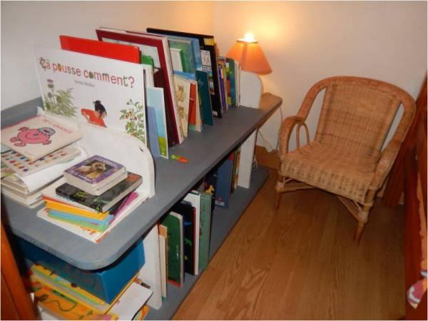 Des livres à libre disposition pour leur donner le gout de la lecture et leur apprendre à aimer lire