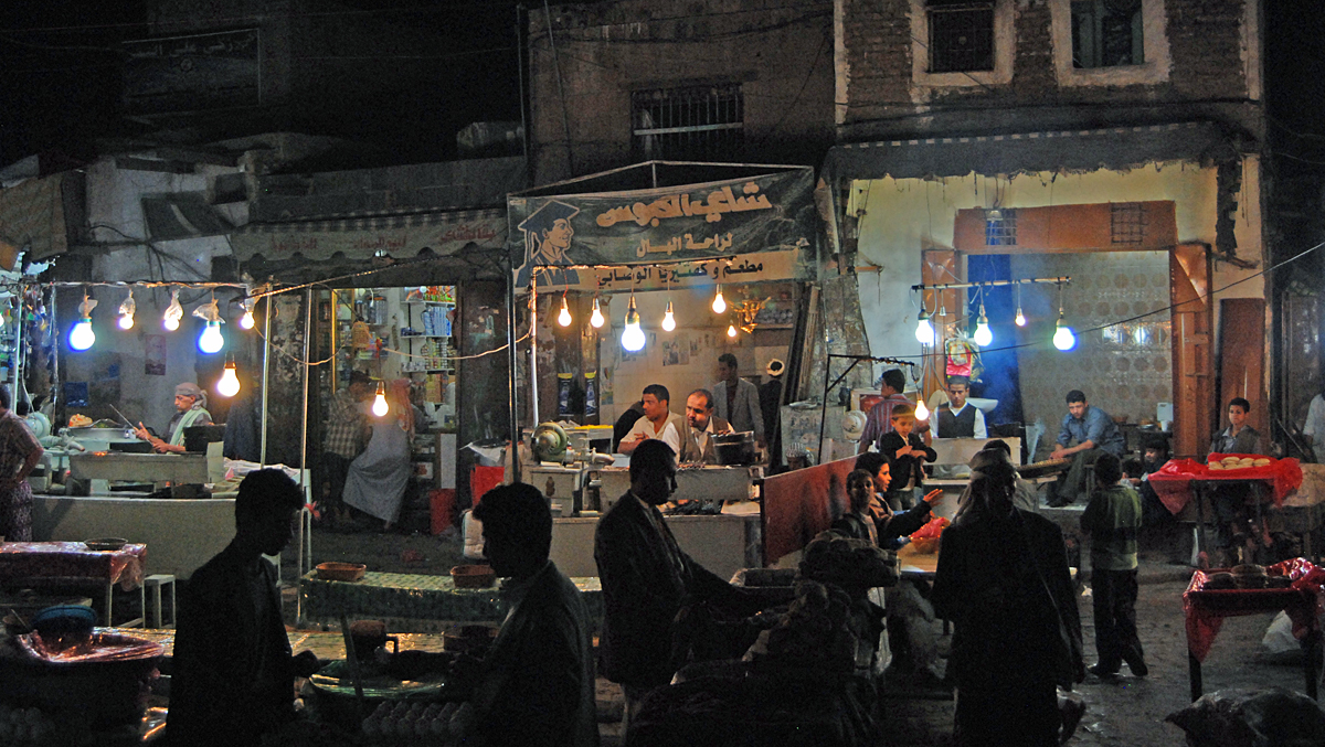 After the party we went to the souk after midnight to eat some kebabs at this place....