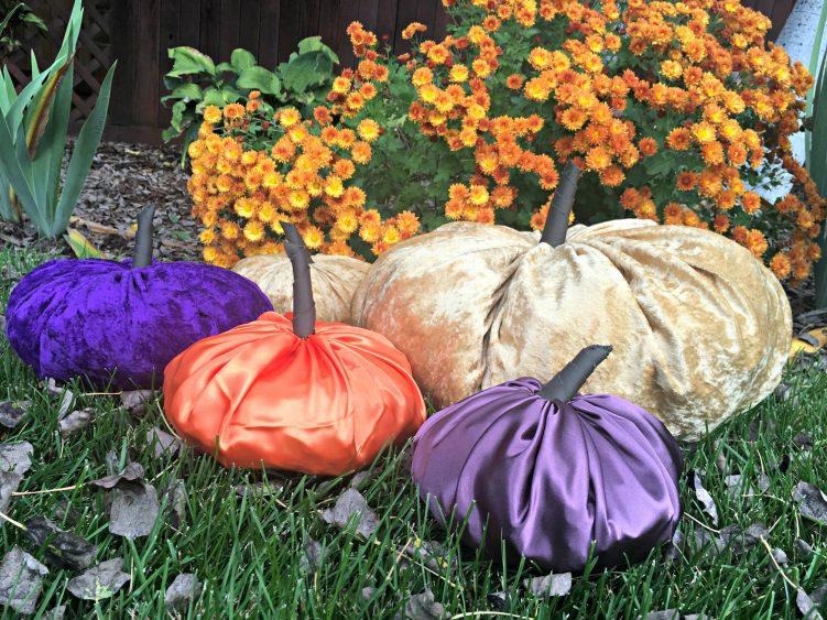 Easy DIY Pumpkin Decor in grass