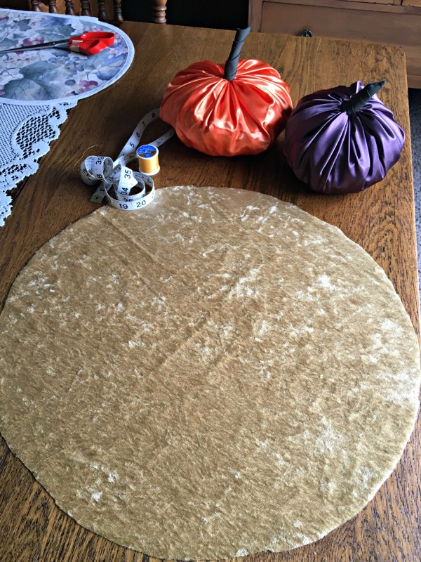 Easy DIY Pumpkin decor - circle