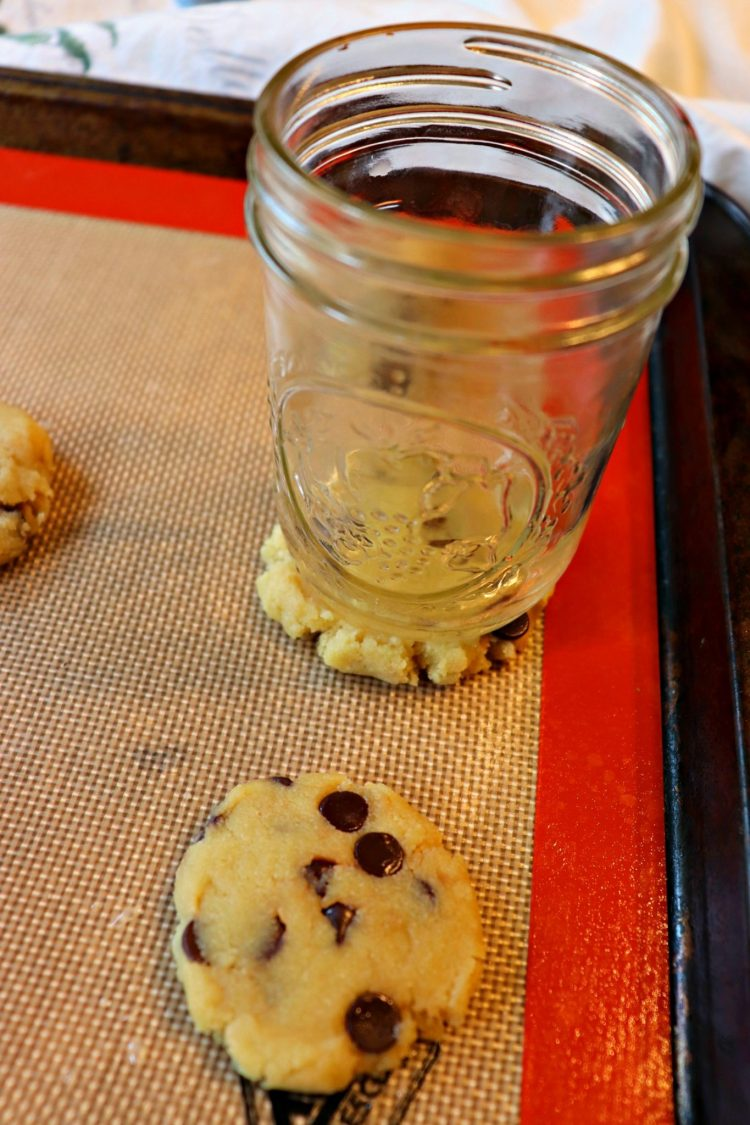 Best keto chocolate chip cookies, glass pressed