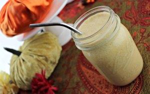 Keto pumpkin spice breakfast smoothie, feature