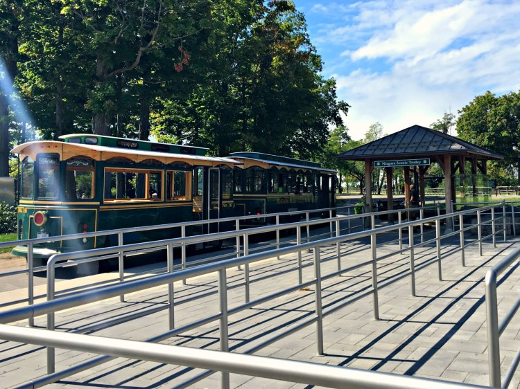 Take the Niagara Falls trolley with the family. #operationusparks #explorermomma