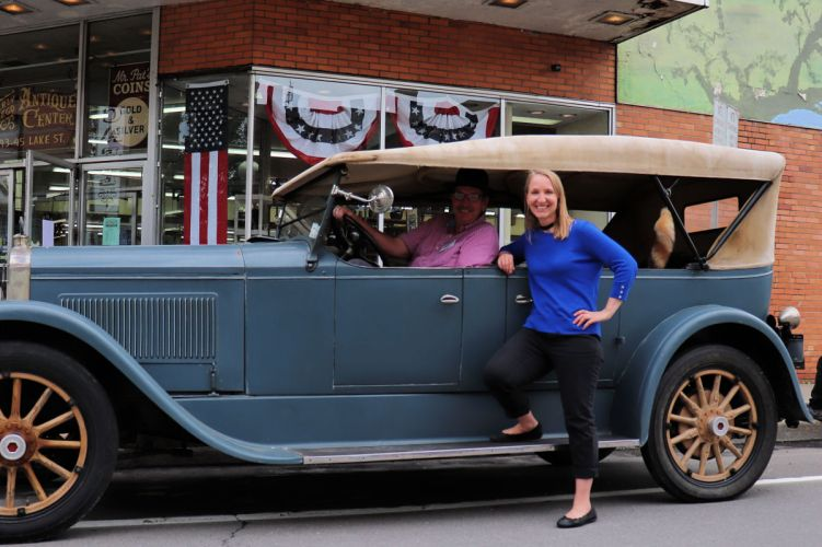 Explorer Momma in Owego New York with Jim and his antique car. #experiencetioga #artstrailtioga #15thingsowego #belikebelva #iloveny #myflxtbex #tbex