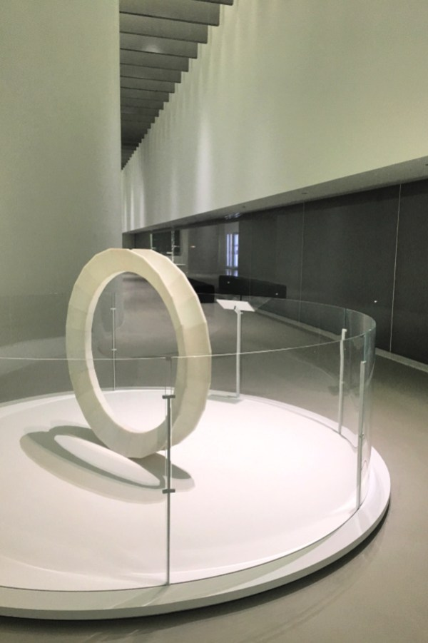 White circle display, Corning Museum of Glass #cmog #modernart