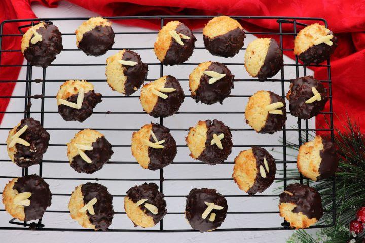Keto Coconut Macaroons set on the metal cooling rack, overhead #ketocookies #lowcarbchristmas