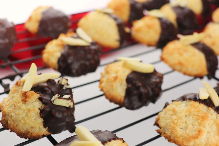 Keto Coconut Macaroons set on the metal cooling rack, side #ketocookies #lowcarbchristmas