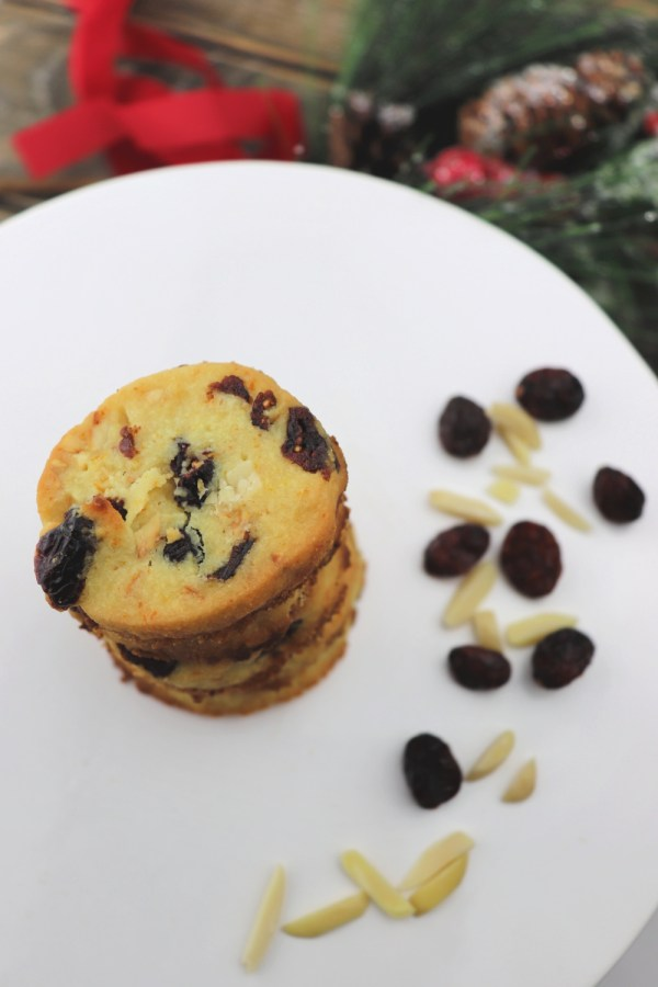 I love keto cranberry orange shortbread cookies! Packed with flavor, the perfect low carb, gluten-free holiday treat. #ketocookies #lowcarbdesserts