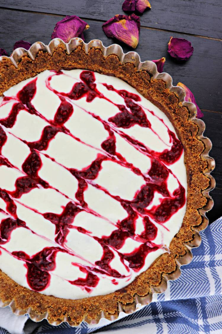 Beautiful almond raspberry flavors a keto Bakewell tart. Perfect for a low carb tea or special gluten-free dessert. Sugar-free and delicious! #lowcarbdessert #ketorecipes