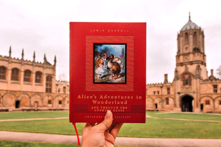 Alice in Wonderland in Oxford, middle grade books to inspire wanderlust #oxford #booklist #familytravel