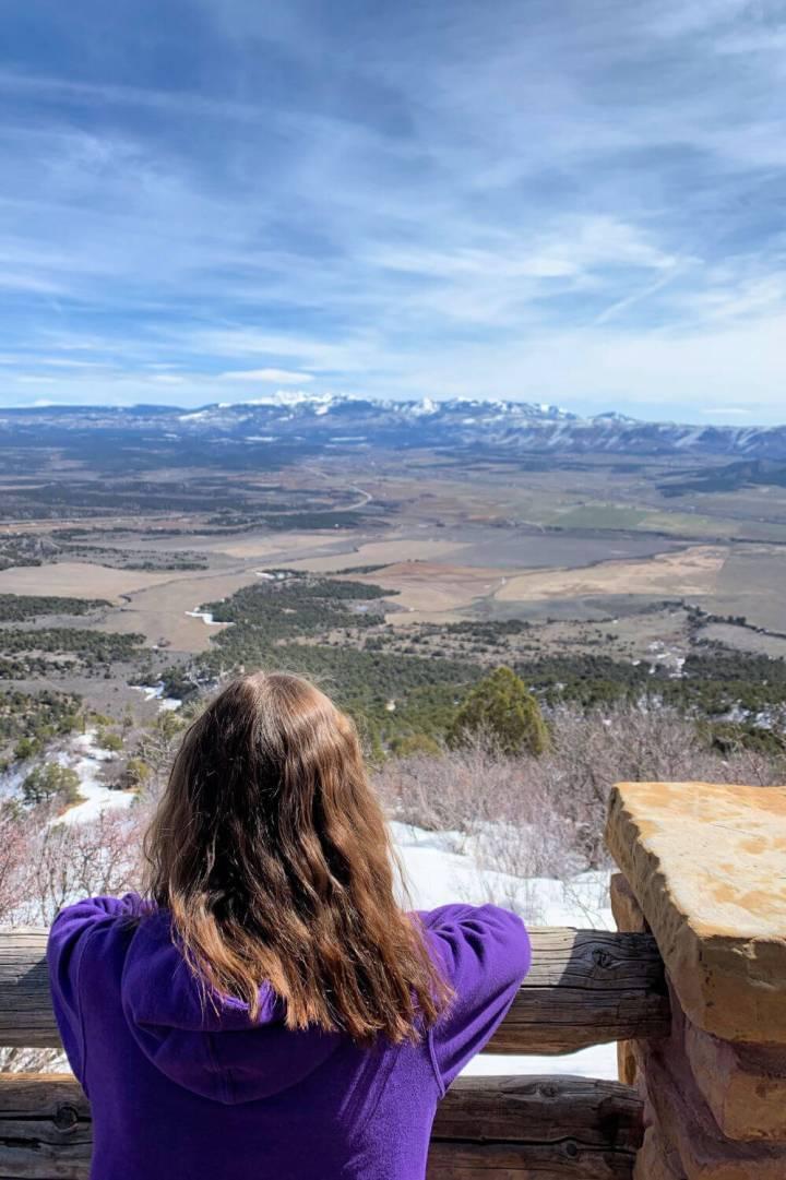 Mancos Valley Overlook, enjoying the view of Mesa Verde National Park #mesaverde #familytravel