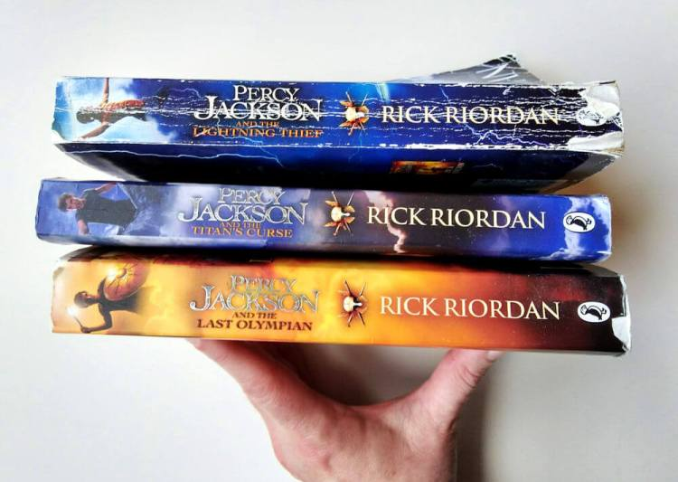 The Percy Jackson series is the perfect middle grade book series to inspire wanderlust to Greece. #booklist #middlegradebooks