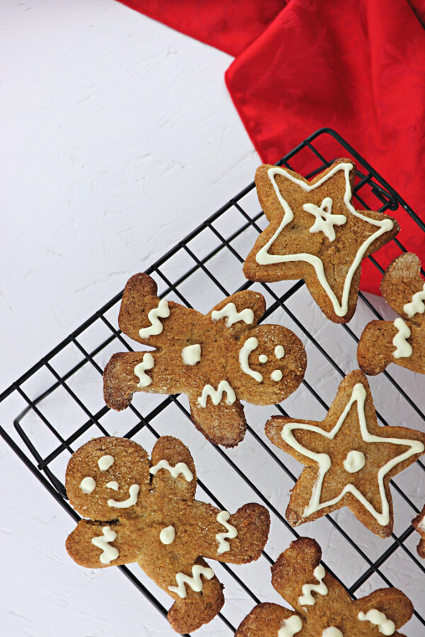 Low carb keto gingerbread cookies for the holiday win! Festive and gluten-free, sugar-free, and packed with ginger flavor. #ketocookies #ketodesserts