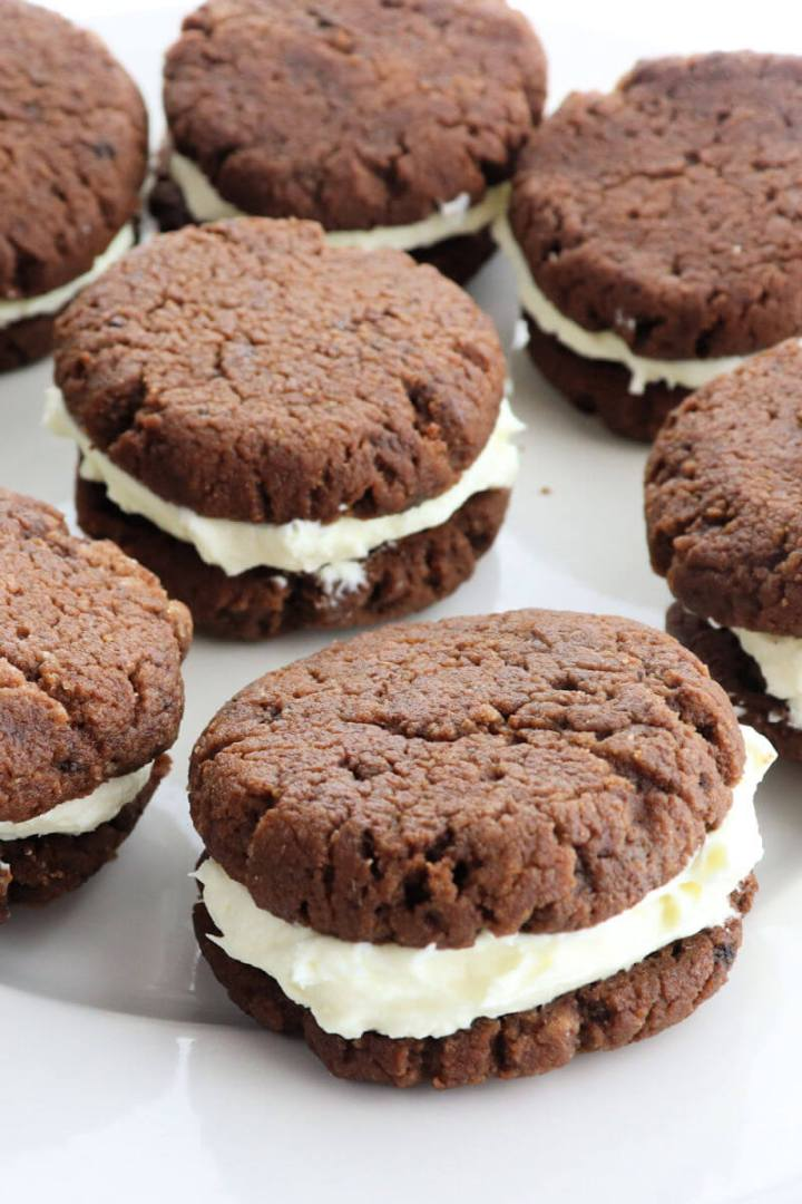 Keto Chocolate Sandwich cookies with peppermint cream cheese filling scream keto Christmas cookies. Soft and delicious. #ketocookies #lowcarbchristmas
