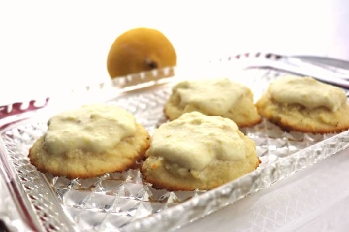 Delicious low carb lemon cookies are a good twist on keto Christmas cookies. #ketocookies #ketodesserts
