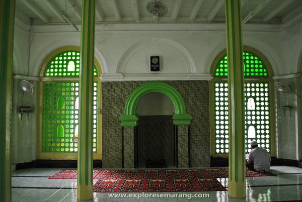 Interior masjid Layur