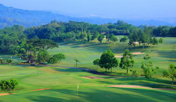 Lapangan Golf 18 Hole