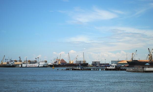 Aktivitas Pelabuhan Semarang