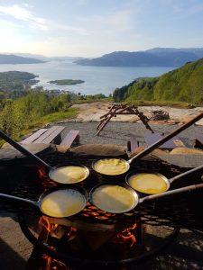 freír crepe en Skånevik Naturaleza Oppleving