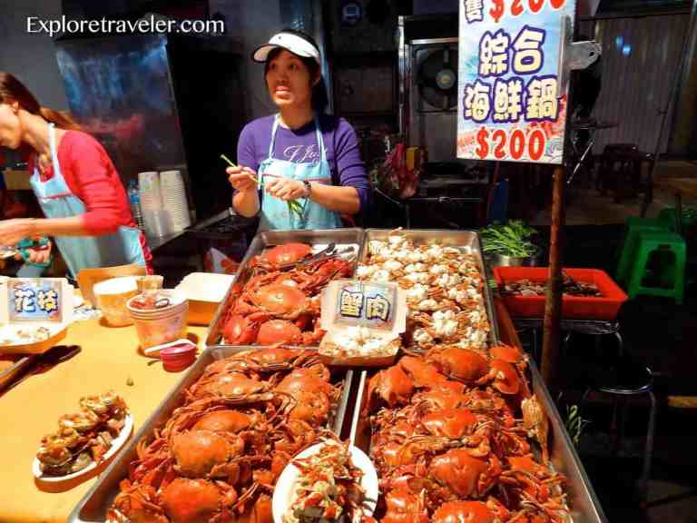 Fun to eat at Taipei Raohe Night Market in Taiwan 饒河夜市