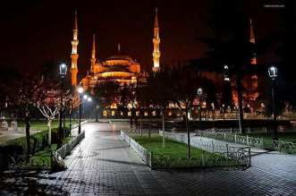 Exploring The Sultan Ahmed Mosque In Istanbul Turkey - A city at night - The Blue Mosque