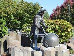 Statue of Captain George Vancouver at Esther Short Park