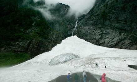 Big Four Ice Caves – Easy Hike With Gorgeous Mountain Vistas