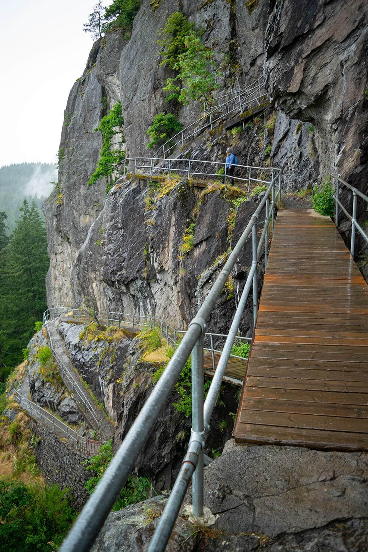 hiking-beacon-rock