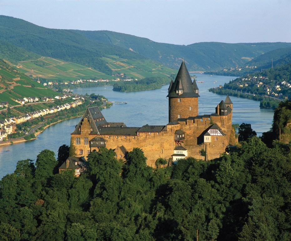 Stahleck Castle, river Rhine, River cruise line