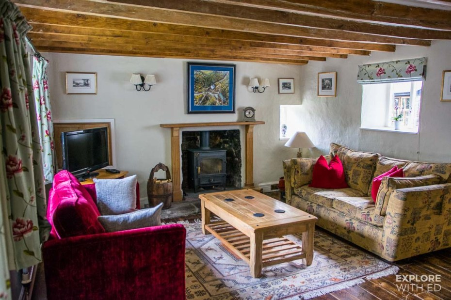 Wharfinger's Cottage in Llanfoist living area with log fire