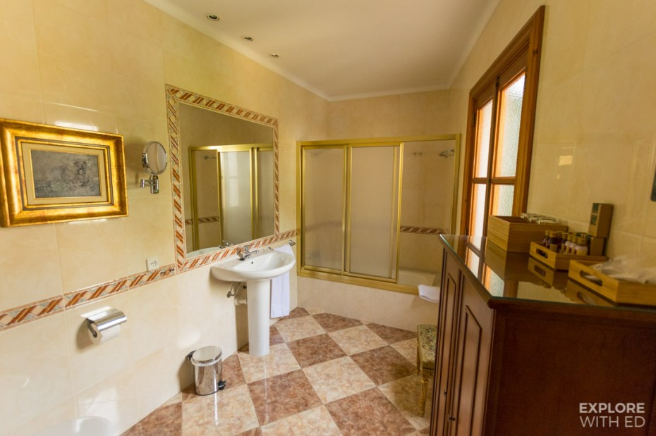 Bathroom in Casa Delmonte Hotel