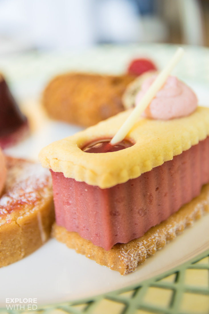 Jammie Dodger shortbread dessert with berries