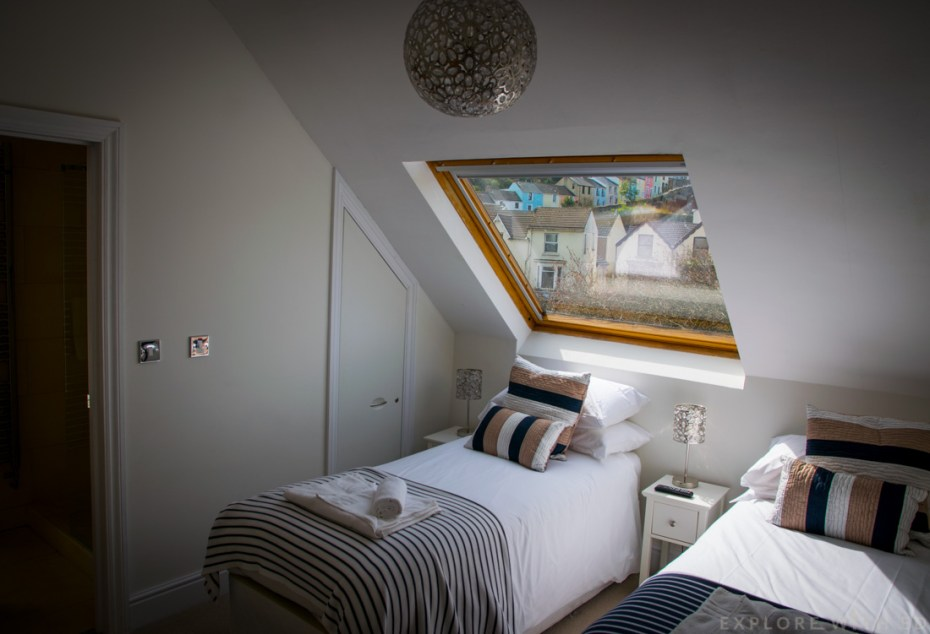 Twin room, Holiday home for families in Wales