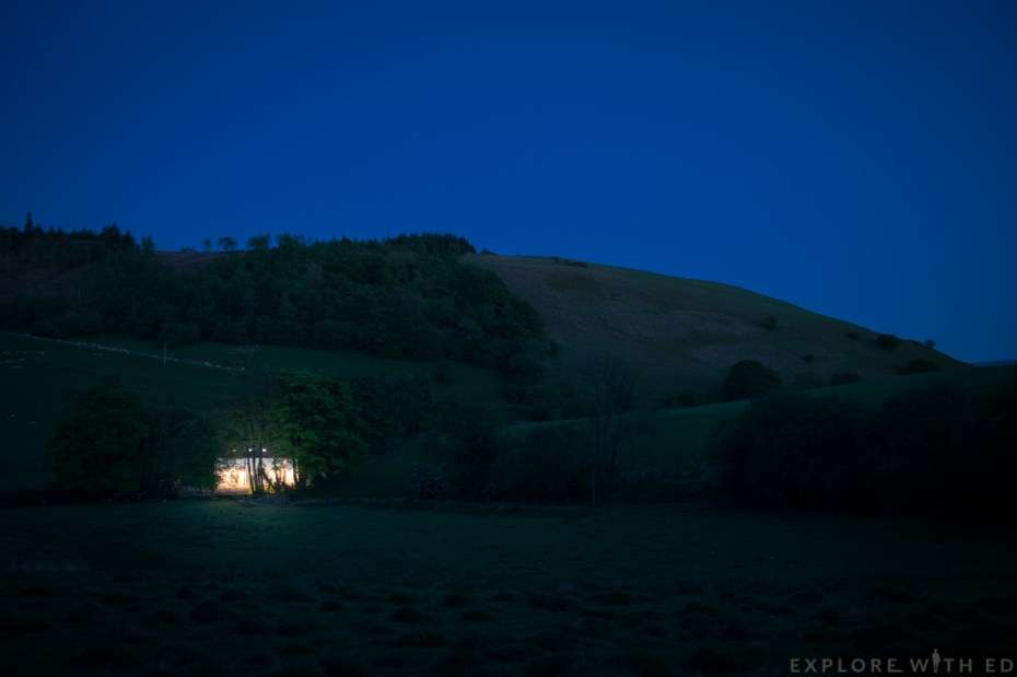 Tyn y Coed cottage at night, night photography in Brecon Beacons