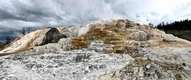 devils thumb mammoth hot springs