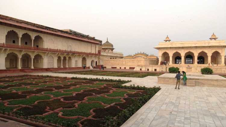 Angoori_Bagh_at_Agra_Fort_-_in_front_of_Shahjahan_Mahal_04_20200702154253.jpg