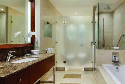 Shangri-La Hotel, Doha bathroom