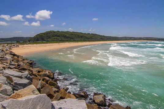 800px-Beach_at_North_Narooma_NSW