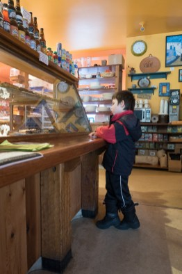 Heminway choosing a pastry