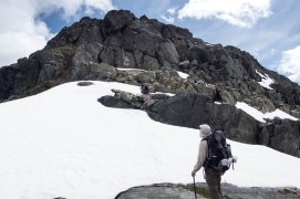 wolf-puzzel-mountain-volcano-lake-2360