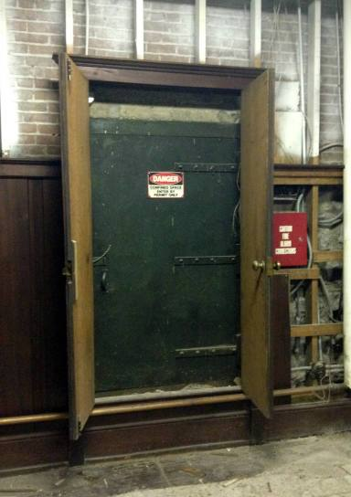 Door Sign: Danger Confined Space Enter Only By Permit