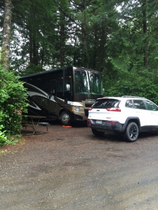 RV & Jeep Cherokee Trailhawk