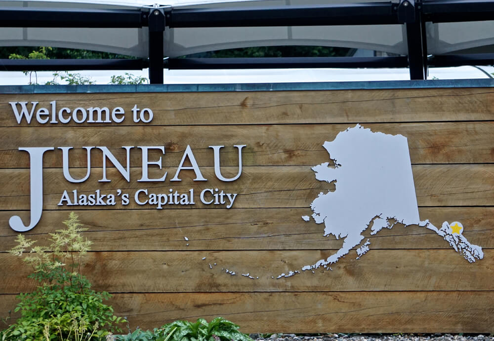 JUNEAU ALASKA : Gateway to whales, Glaciers, Bears and more.