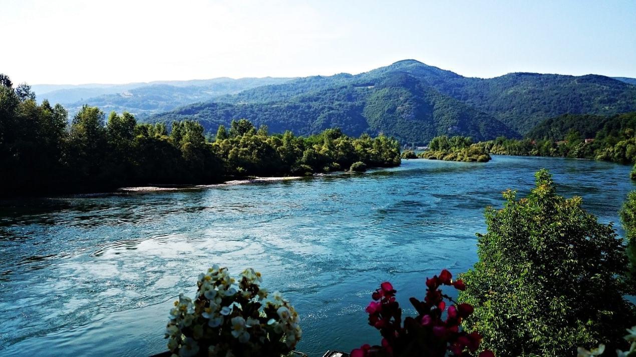 river-882718_1280