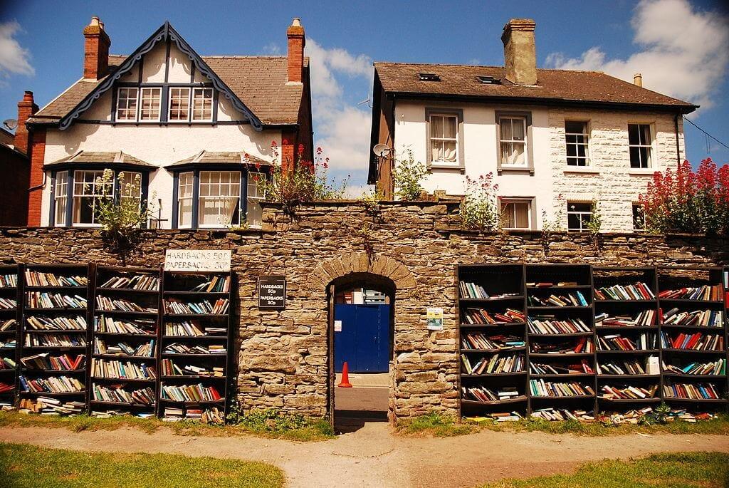 1024px-Hay_on_Wye_Bookshop2