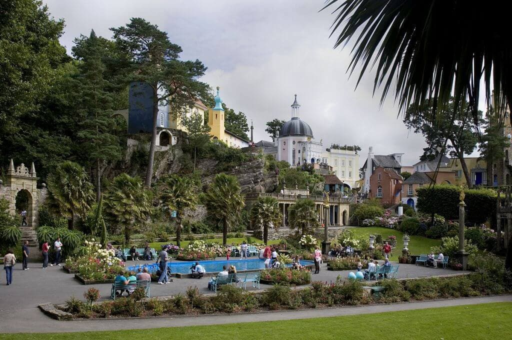 1200px-Portmeirion_view_of_central_plaza