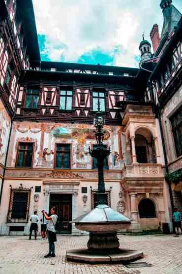 Peles Castle 9 - Het Kasteel van Peleş bezoeken: het mooiste kasteel in Roemenië