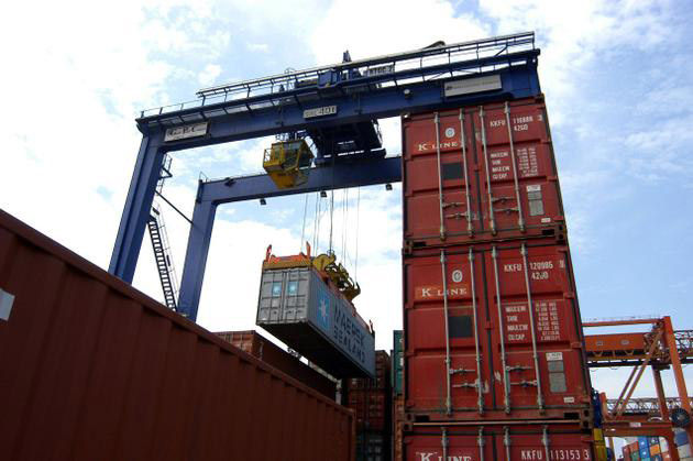 Containers-in-harbor