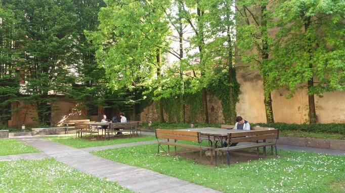 Jardim interno. Foto da autora