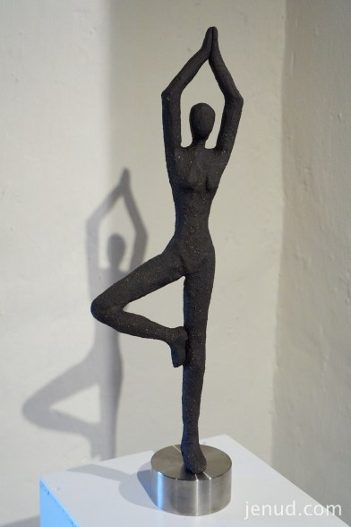 Ballerina, Steinzeug, modeliert, 2014 Lena Kremser